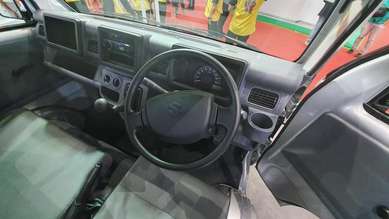 Suzuki Carry Pick Up Luxury Tanpa Headrest Dan Cuma Satu Warna